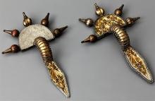 Pozłacane zapinki srebrne ze skarbu odkrytego w Świelinie (pow. koszaliński, woj. zachodniopomorskie). Zbiory: Muzeum Narodowe w Szczecinie