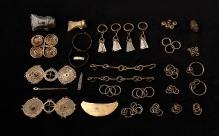 Skarb przedmiotów z brązu odkryty w bagnie w miejscowości Kiełpino (powiat gryficki), wczesna epoka żelaza, fot. G. Solecki/A. Piętak