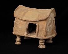 Gliniana urna domkowa z cmentarzyska w Obliwicach (powiat lęborski), wczesna epoka żelaza, wysokość 42 cm, fot. G. Solecki/A. Piętak