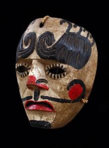 Maska konkwistadora, Gwatemala, 2. połowa XX w., drewno polichromowane, sznurek bawełniany, 15,5 x 19,6 cm, fot. G. Solecki, A. Piętak