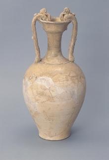 Amfora z uchwytami w kształcie smoków, Chiny, dyn. Tang (618-906), glina, częściowo polewana, wys. 40,7 cm, fot. G. Solecki, A. Piętak