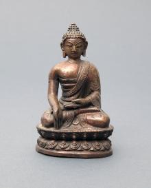 Budda Ratnasambhawa (Zrodzony z Klejnotu), Mongolia, XIX w., brąz, miedź, 11,1 x 7 x 4,8 cm, fot. G. Solecki, A. Piętak