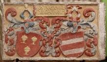 Mistrz tablic erekcyjnych, Płyta z herbami kanclerza Księstwa Wołogoskiego Josta Dewitza i jego żony z zamku w Dobrej Nowogardzkiej, 1538, kamień, polichromia, 78 x 129 cm, fot. G. Solecki, A. Piętak