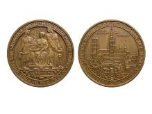 """J. Gosławski, R. Massalski, W. Tołkin, medal """"W pięćsetlecie powrotu Gdańska do Polski"""", 1954, brąz, Ø 60,0 mm, fot. M. Pawłowski"""