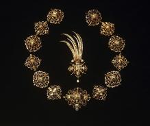 Jacob Mores Starszy (?) (mistrz od 1579–zm. 1609), Egreta i 13 rozet (ozdoby kołpaka księcia Franciszka I), Hamburg (?), ok. 1600, złoto, emalia, diamenty, perły, fot. G. Solecki i A Piętak
