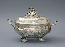 Johan Jacob Sandrart II (1733–1798), Teryna, Berlin, ok. 1765, srebro, wewnątrz złocone, 27 x 43 cm, fot. G. Solecki