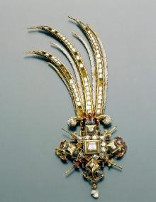 Jacob Mores Starszy (?) (mistrz od 1579–zm. 1609), Egreta księcia Franciszka I, Hamburg (?), ok. 1600, złoto, emalia, diamenty, perła, 12,5 x 5,5 cm, fot. W. Kryński i T. Prażmowski
