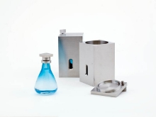 Łukasz Skąpski (ur.1958), projekt Stoczniowiec, cz. 1, obiekt, limitowana seria perfum Zakup dofinansowany ze środków Ministra Kultury i Dziedzictwa Narodowego w 2016 roku