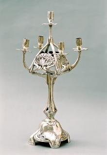 Świecznik secesyjny, Peter Bruckmann & Söhne, Heilbronn, ok. 1900, srebro, wys. 58,5 cm, fot. G. Solecki
