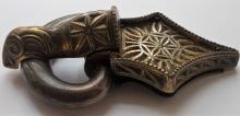 Sprzączka srebrna pozłacana ze skarbu odkrytego w Zagorzynie (pow. kaliski, woj. wielkopolskie). Zbiory: Muzeum Okręgowego Ziemi Kaliskiej w Kaliszu