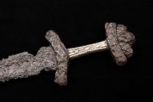 Rękojeść miecza dwusiecznego pochodzącego z terenu cmentarzyska szkieletowego, Żydowo, gm. Polanów, XI w., fot. G. Solecki/A. Piętak
