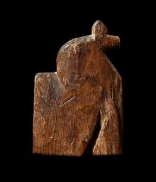 Figurka zoomorficzna (konik), wykonana z drewna, Wolin, wczesne średniowiecze, 5,75 x 8,55 x 1,3 cm, fot. G. Solecki/A. Piętak