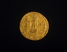 Awers złotego solida cesarza Zenona z Malechowa, (powiat sławieński), wybity w Konstantynopolu w latach 476–491, waga 4,1 g, fot. G. Solecki/A. Piętak