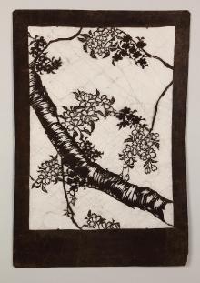 Katagami przedstawiające gałązkę kwitnącej wiśni, Japonia, 2. połowa XIX w., papier, włosy ludzkie, 61 x 41,8 cm, fot. G. Solecki, A. Piętak