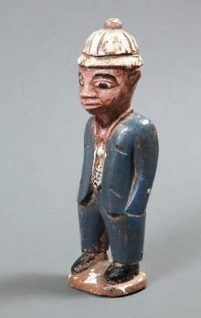 Figurka colon, Baule, Wybrzeże Kości Słoniowej, 2. połowa XX w., drewno polichromowane, 25,8 x 8 x 6,5 cm, fot. G. Solecki, A. Piętak