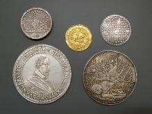Monety upamiętniające śmierć i uroczysty pogrzeb Bogusława XIV (zm. 1637), 1654, srebro, złoto, fot. M. Pawłowski