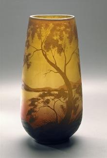 Wazon, Vereinigte Lausitzer Glaswerke AG, Weißwasser, 1918–1929, szkło powlekane, matowane, trawione, wys. 40,5 cm, fot. G. Solecki i A Piętak