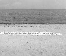 Teresa Murak (ur. 1949), Wielkanoc 1981, druk pigmentowy na papierze bawełnianym, 193 x 146 cm  Zakup dofinansowany ze środków Województwa Zachodniopomorskiego
